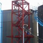 相光石油福岡油槽所タンク階段